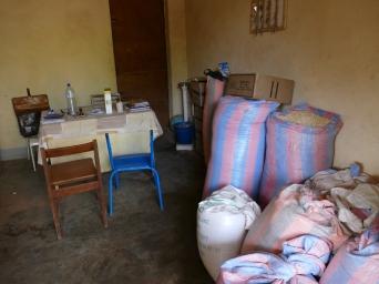 Stockage de vivres à Mariataw