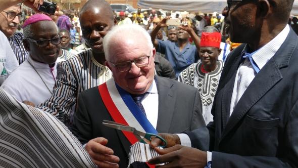 Inauguration du CSPS de Koper par M. le Maire de Contrières, Camille Marie